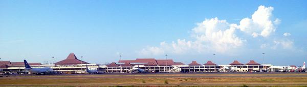 スラバヤ空港
