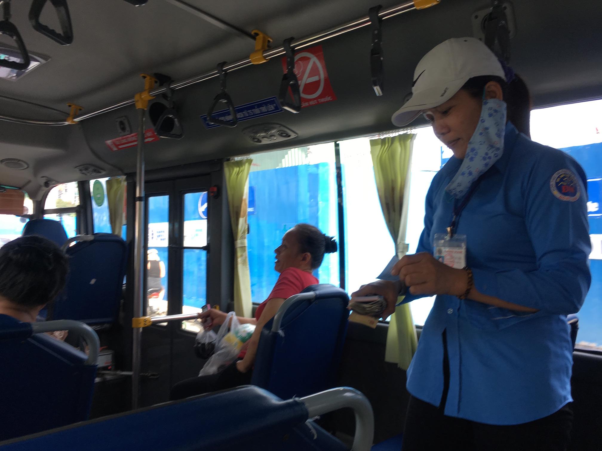 ホーチミンをバスで周る